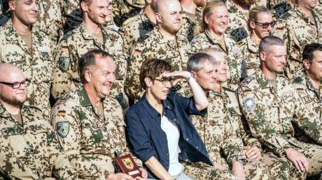 Verteidigungsministerin Annegret Kramp-Karrenbauer bei einem Besuch im Bundeswehr «Camp Stefan» im Nordirak.