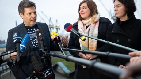 Der Grünen-Vorsitzende Robert Habeck, die Hamburger Spitzenkandidatin Katharina Fegebank und die Vorsitzende Annalena Baerbock nach dem Beginn der Jahresauftakt-Klausur.