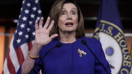 Die Vorsitzende des Repräsentantenhauses, die Demokratin Nancy Pelosi, spricht in Washington zu Journalisten.