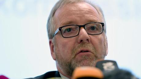 Nach kritischen Äußerungen über die rechtspopulistische AfD wird der Oldenburger Polizeipräsident Johann Kühme mit dem Tod bedroht.