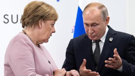 Angela Merkel und Wladimir Putin am Rande des G20-Gipfels in Osaka. Nun wollen die beiden über die Krisenherde im Nahen Osten sprechen.
