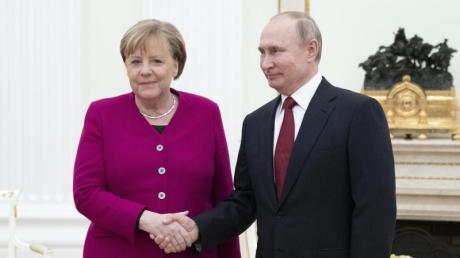 Russlands Präsident Putin empfängt Kanzlerin Merkel im Kreml in Moskau.