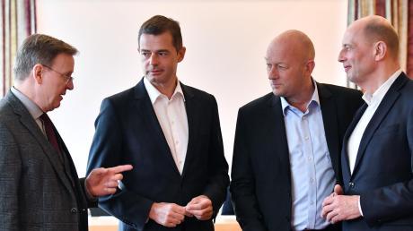 Thüringens Ministerpräsident Bodo Ramelow (links) mit den Landesvorsitzenden Mike Mohring (CDU), Thomas Kemmerich (FDP) und Wolfgang Tiefensee (SPD, von links).