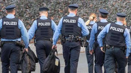 Laut einer aktuellen Umfrage genießt die Polizei bei Anhängern der SPD (82 Prozent) und der CDU (80Prozent) das größte Vertrauen.