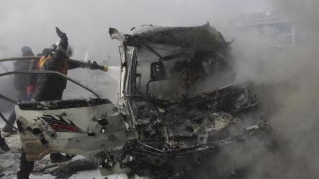 Bei schweren Kämpfen zwischen Regierungstruppen und Rebellen in Syrien sind nach Angaben von Beobachtern mindestens 40 Kämpfer getötet worden.