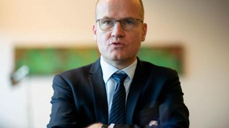 «Es täte dem Land gut, wenn nach über 50 Jahren das Auswärtige Amt wieder von der Union geführt wird. Außenpolitik ist eines der Kernthemen in diesem Land», sagt Brinkhaus.