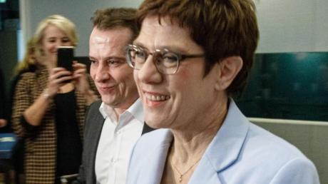 Auf dem Weg zur Klausur:CDU-Chefin Annegret Kramp-Karrenbauer und der Hamburger CDU-Landesvorsitzende Roland Heintze.