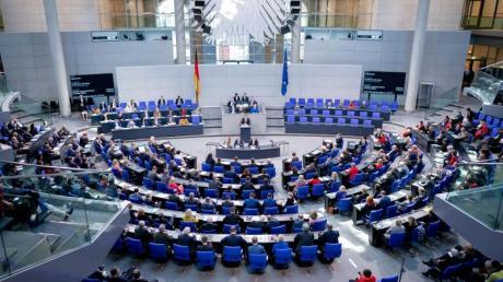 709 Abgeordnete sitzen mittlerweile im deutschen Parlament.