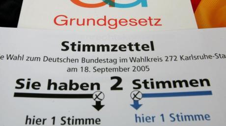 Stimmzettel: CDUund CSU streiten über die Verkleinerung des Bundestages.