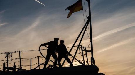 Die EU plant einen Marieneeinsatz, um gegen Waffenschmuggler vorzugehen.