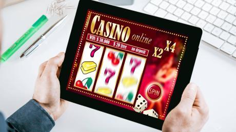 Glücksspiele im Internet sind seit vielen Jahren umstritten. Eine Initiative der Bundesländer soll für mehr Reglementierung sorgen.