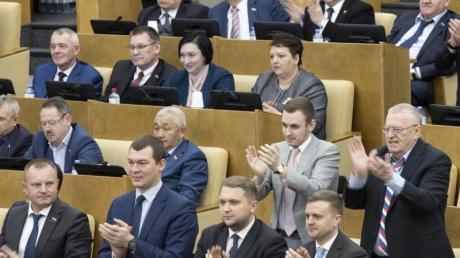 Applaus für die Verfassungsänderungen: Russische Abgeordnete in der Staatsduma.