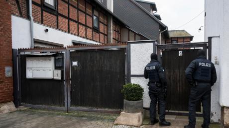 """Razzia bei einem Thüringer """"Combat 18""""-Anführer in der Landeshauptstadt Erfurt. Auch in anderen Bundesländern gab es Durchsuchungen."""