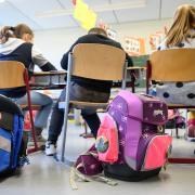 Die bayerische Staatsregierung will, dass Lehrer länger arbeiten. Die wehren sich dagegen.