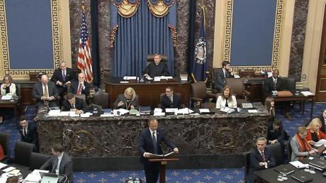 Videostandbild aus dem US-Senat: Der demokratische Kongressabgeordnete Adam Schiff, Vorsitzender des Geheimdienstausschusses, spricht während des Amtsenthebungsverfahrens gegen US-Präsident Trump.