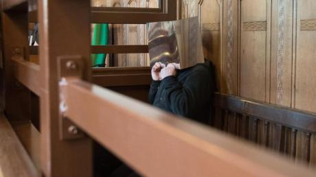 Der Angeklagte Magomed-Ali C. im Gerichtssaal.