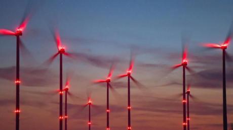 Der Bau neuer Windräder an Land ist im vergangenen Jahr in Deutschland auf den tiefsten Stand seit mehr als 20 Jahren eingebrochen.