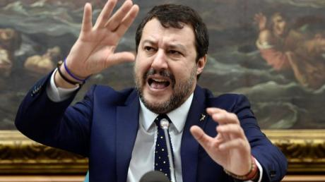 Die Krise der italiensichen Regierung spielt vor allem dem Oppositionschef von der rechtspopulistischen Lega, Matteo Salvini, in die Hände.