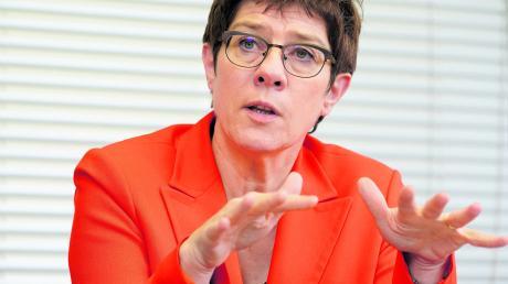 CDU-Chefin und Verteidigungsministerin Annegret Kramp-Karrenbauer will Deutschland außenpolitisch stärken. Dazu können auch Bundeswehreinsätze zählen.