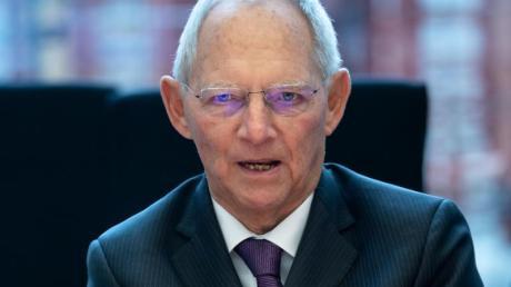 """Wolfgang Schäuble: """"Mit Gewalt gegen eine Minderheit fängt es immer an, aus Hassparolen werden Taten""""."""