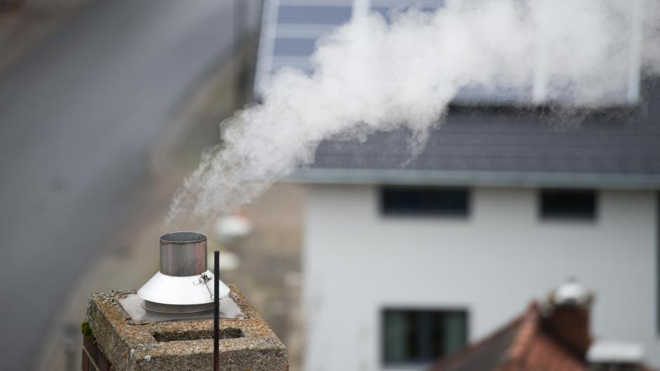 Im Schnitt gibt jeder Haushalt wegen Wärmeverlusten und schlechter Dämmung 211 Euro zu viel im Jahr aus.