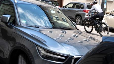 Die CO2-Emissionen im Verkehr sind auch wegen eines höheren Verkehrsaufkommens in den vergangenen Jahren kaum gesunken. Zudem gibt es seit Jahren einen Verkaufsboom bei spritfressenden SUVs.
