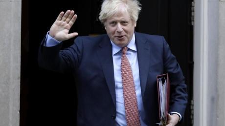 Premierminister Boris Johnson verlässt den Regierungssitz in der Downing Street in London.