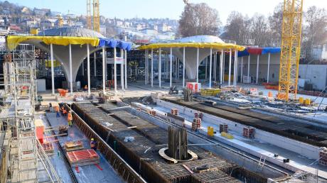 Mittlerweile dürfte die Zahl der Touristen, die sich für die gigantische Stuttgart-21-Baustelle interessieren, deutlich höher sein als die Anzahl der Menschen, die noch immer montags gegen das Milliarden-Projekt demonstrieren.