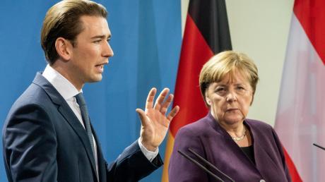 Österreichs Bundeskanzler Sebastian Kurz, 33, gibt den Ton an. Seine deutsche Amtskollegin Angela Merkel, 65, spürt, dass sie nur schwer an ihm vorbeiregieren kann.