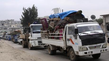 Menschen fliehen aus der Provinz Idlib. Laut UNsind seit dem 1. Dezember über eine halbe Million Menschen aus ihren Häusern vertrieben worden.