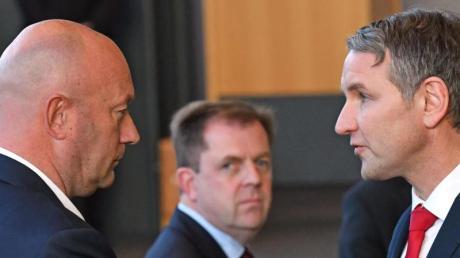 Dieses Bild hat sich eingebrannt: AfD-Fraktionschef Björn Höcke (r.) gratuliert dem neuen Thüringer Ministerpräsidenten Thomas Kemmerich (FDP).