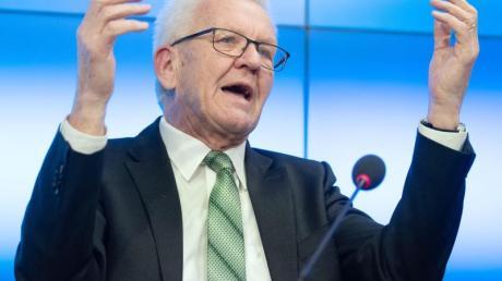 «Ich fürchte, das Ansehen der demokratischen Parteien hat durch das Verhalten von CDU und FDP in Thüringen insgesamt Schaden genommen», sagt Kretschmann.