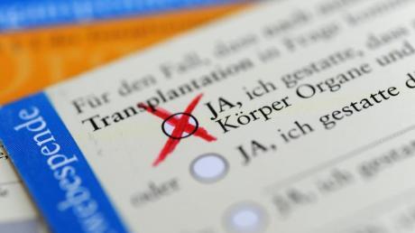 Die Bundesbürger sollen künftig stärker dafür sensibilisiert werden, konkret über eine Organspende nach dem Tod zu entscheiden.