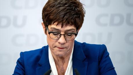 Die Entscheidung von Annegret Kramp-Karrenbauer, auf den CDU-Vorsitz und die Kanzlerkandidatur zu verzichten, spaltet die Union.