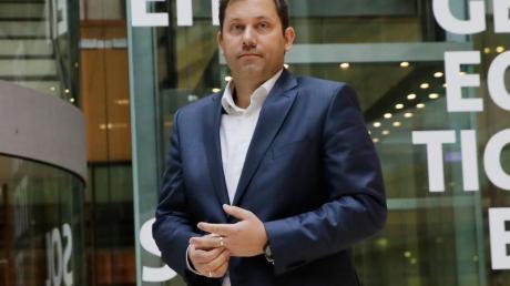 Lars Klingbeil, SPD-Generalsekretär, will den Fortbestand der Großen Koalition an die Kanzlerschaft von Angela Merkel knüpfen.