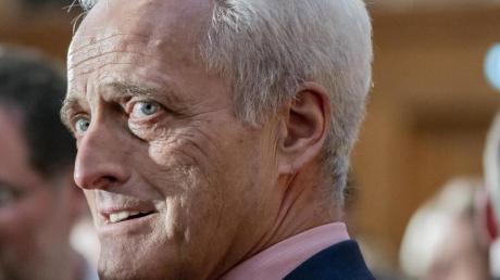 Peter Ramsauer war von 2009 bis 2013 Bundesverkehrsminister. Im Untersuchungsausschuss zur Pkw-Maut nahm er seine Nachfolger Dobrindt und Scheuer in Schutz.