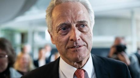 Peter Ramsauer kommt zur Sitzung des Untersuchungsausschusses im Bundestag.