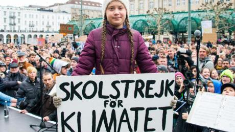 Bereits vor gut einem Jahr demonstrierte Greta Thunberg schon einmal auf dem Hamburger Rathausmarkt.
