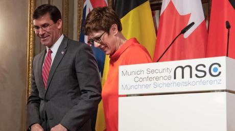 Verteidigungsministerin Annegret Kramp-Karrenbauer und Mark Esper, Verteidigungsminister der USA, am ersten Tag der 56. Münchner Sicherheitskonferenz.