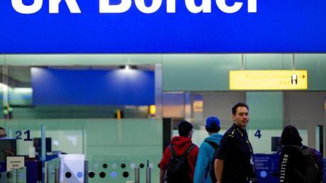 Grenzbeamte am Londoner Flughafen Heathrow.