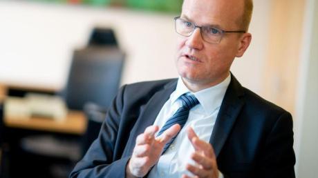 Unionsfraktionschef Ralph Brinkhaus (CDU) pocht auf ein Mitspracherecht der Bundestagsfraktion bei der Nachfolge für Annegret Kramp-Karrenbauer.