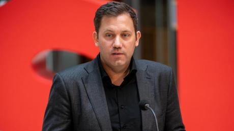 SPD-Generalsekretär Lars Klingbeil hat einen Unions-Vorschlag für einen Atomwaffen-Pakt mit Frankreich scharf zurückgewiesen