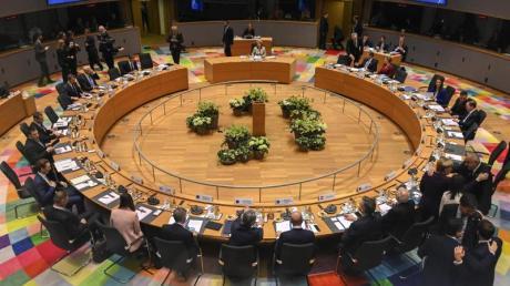 Die 27 EU-Staaten waren sich bei einem Sondergipfel in Brüssel nicht einig geworden, welche Aufgaben sie in den nächsten Jahren mit Vorrang anpacken und wie sie das finanzieren wollen.