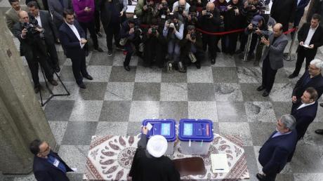 Der iranische Präsident Hassan Ruhani bei der Stimmabgabe am vergangenen Freitag.
