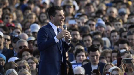 Pete Buttigieg spricht auf einer Wahlkampfveranstaltung.