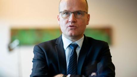 Einen Favoriten für das Amt des Parteichefs nannte Brinkhaus explizit nicht: «Ich bleibe dabei, als Fraktionsvorsitzender werde ich mich nicht zu einzelnen Namen äußern.».