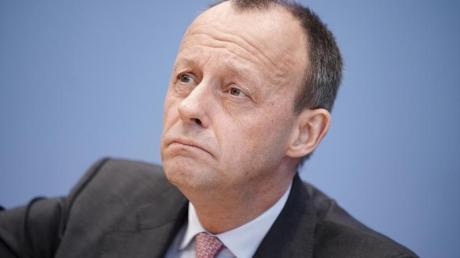 Merz stellte in dem Funke-Interview klar, es habe kein ernsthaftes Angebot für ein Ministeramt im Kabinett von Kanzlerin Angela Merkel (CDU) vorgelegen.