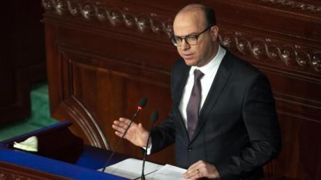 Elyes Fakhfakh, neu gewählter Premierminister von Tunesien, hält eine Rede vor dem Parlament.