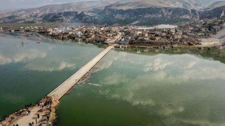 Hasankeyf steht das Wasser buchstäblich bis zum Hals: In einigen Wochen, wenn der Tigris-Pegel weiter steigt, wird von der Stadt im Südosten der Türkei nichts mehr zu sehen sein.