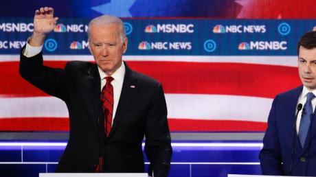 Hier noch bei einer Fernseh-Debatte, ruft der ausgeschiedene Bewerber Pete Buttigieg seine Anhänger dazu auf, sich hinter Joe Biden zu stellen.